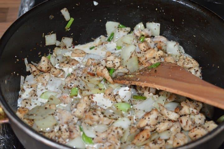 4. add salt, black pepper, Italian seasoning, and cream, mix well.