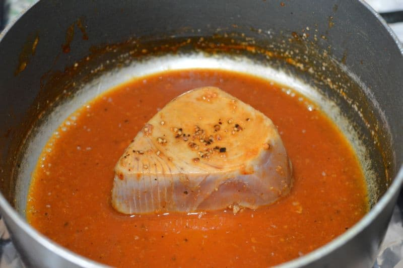 1. in a pan add tuna, sriracha sauce, soy sauce, salt 1/4 tsp, black pepper 1/4 tsp, garlic paste with 1/4 cup water and cook it for almost 10 minutes until all juices evaporates.