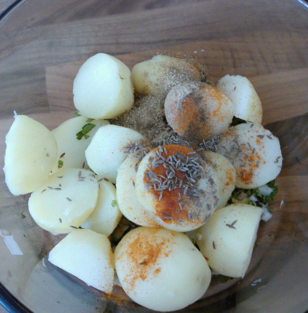 3.in a bowl add boiled potatoes,salt,red chili powder,garam masala,lemon juice,cumin,fresh coriander,onion,chili.mash it well.
