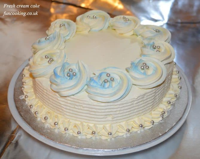 Cake Decoration Fresh Cream : Fresh cream cake